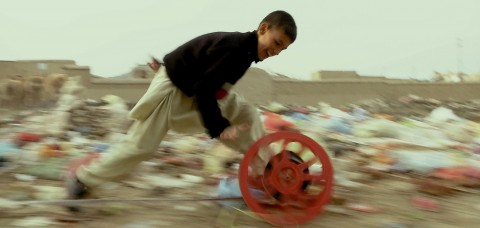 Francis Alÿs, film still from Reel – Unreel, 2011, in collaboration with Julien Devaux and Ajmal Maiwandi, video documentation of an action, 20 min. Courtesy the artist and Galerie Peter Kilchmann, Zurich