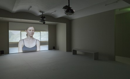 Manon de Boer, Giving Time to Time, Installationsansicht Dissonant, Secession 2016, Foto: Oliver Ottenschläger